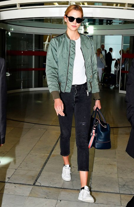look-street-style-karlie-kloss-bomber-jacket-161103-102050